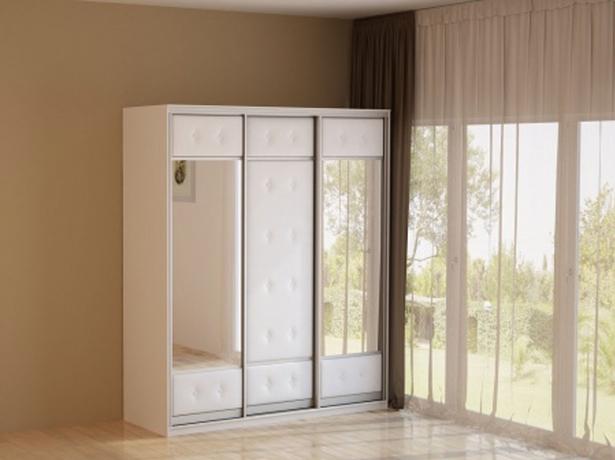 Белый шкаф-купе 3-х дверный  Неро/Сезия зеркальный